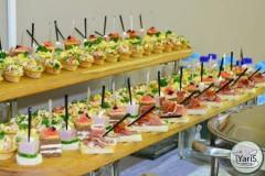 Кофе-брейк с закусками для семинара от выездного кейтеринг ресторана «Yaris Catering»10