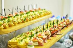 Кофе-брейк с закусками для семинара от выездного кейтеринг ресторана «Yaris Catering»11