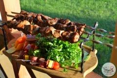 Солнечный пикник на День Рождения от выездного кейтеринг ресторана «Yaris Catering»13