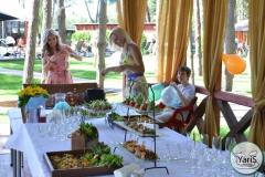 Солнечный пикник на День Рождения от выездного кейтеринг ресторана «Yaris Catering»11